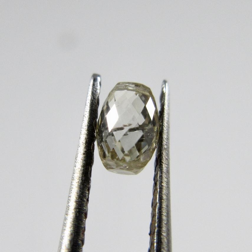 ブリオレットカットのダイヤモンドルース