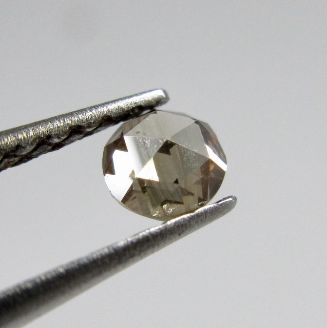 ローズカットのライトブラウンダイヤモンド