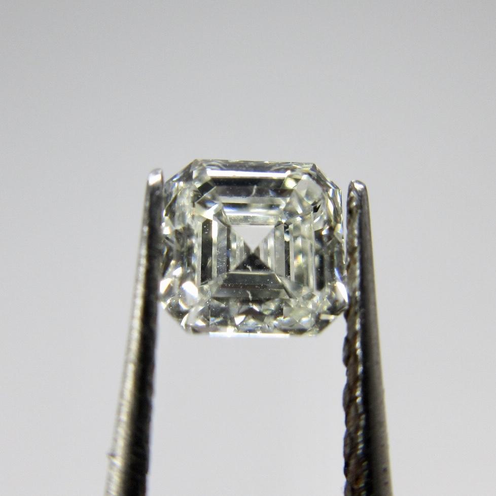 スクエアステップカットのダイヤモンド