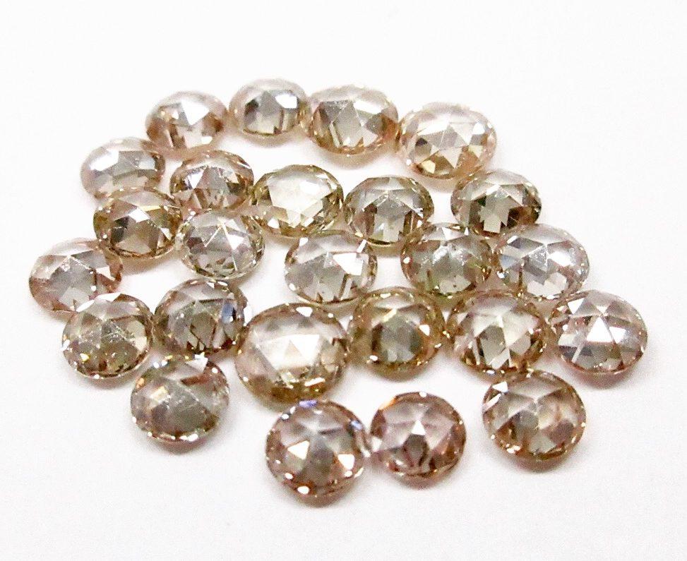 ラウンドカットのブラウンダイヤモンド